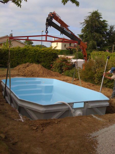 Installateur piscine coque polyester pisciniste coque for Piscine coque installation